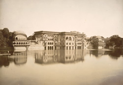 Water Palace, Deeg